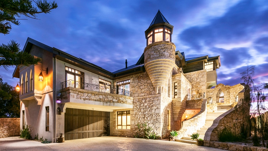 Hot Houses An Australian Sand Castle Fit For A King And