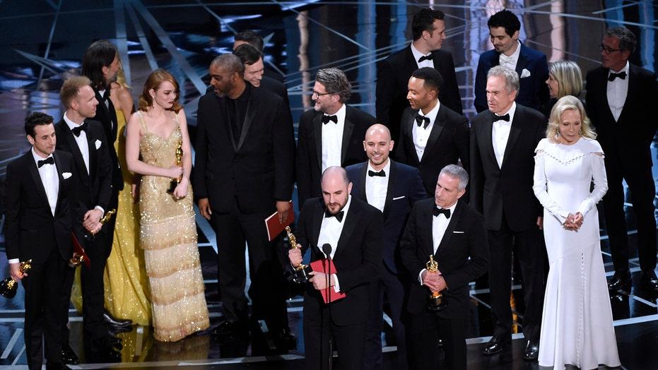 Awkward ending to 2017 Oscars