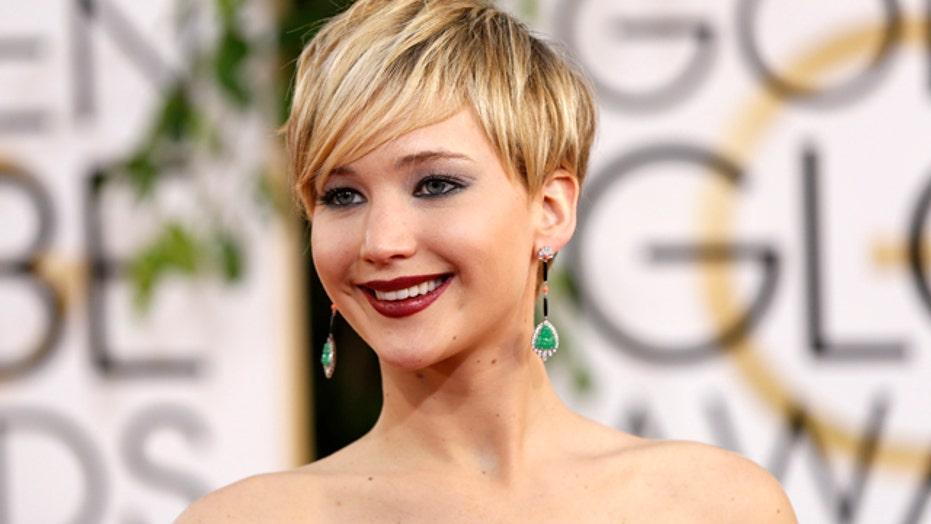 Jennifer Lawrence photo bombs