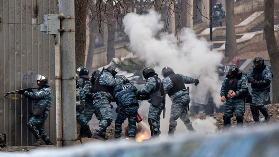 Passage of anti-protest laws sparks violent riots in Ukraine