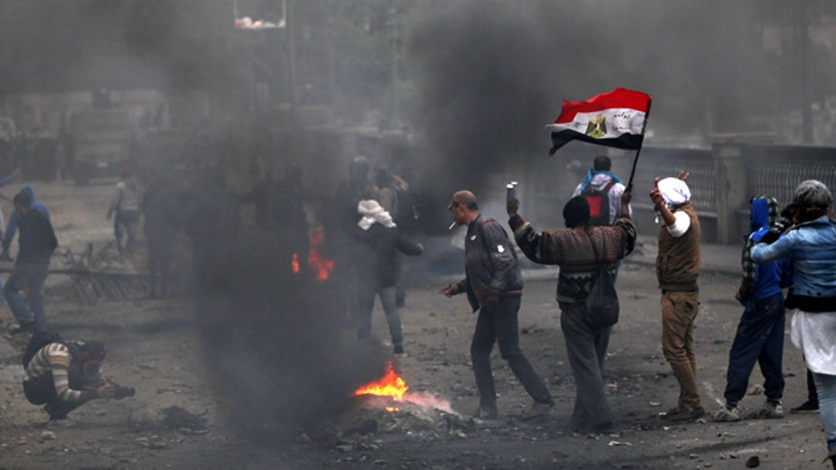 Angry protesters call for regime change in Egypt