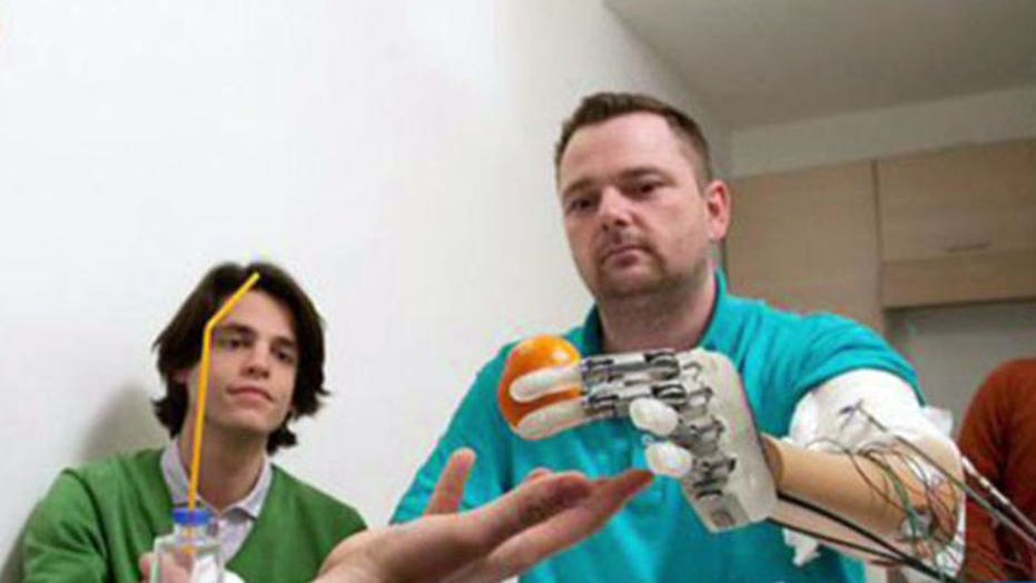 Experimental prosthetic hand allows user to feel objects