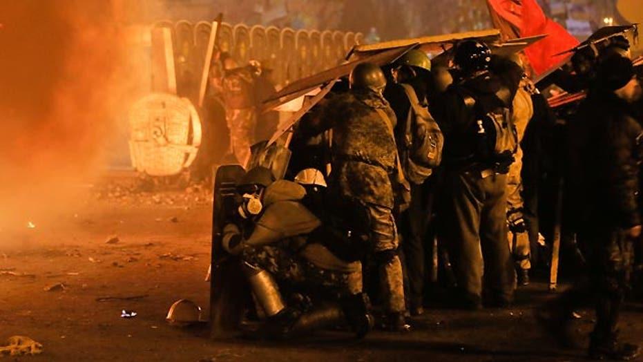 Riot police move into Kiev protest camp