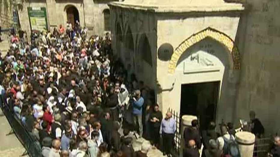 Thousands of Christians mark Good Friday