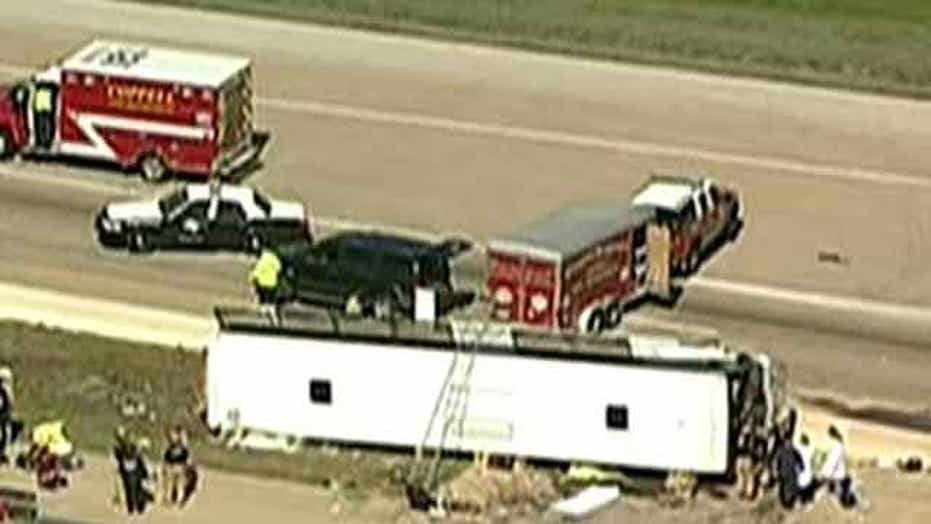 At least 2 dead in serious bus crash near Irving, Texas