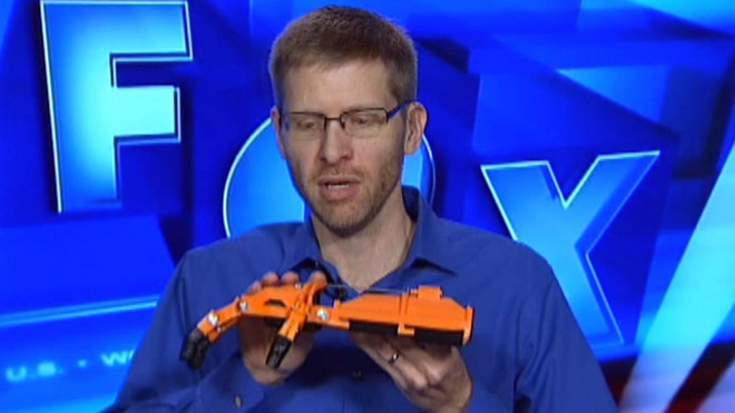 D Universe Founder and e-NABLE volunteer Jeremy Simon talks about D printing mechanical hands