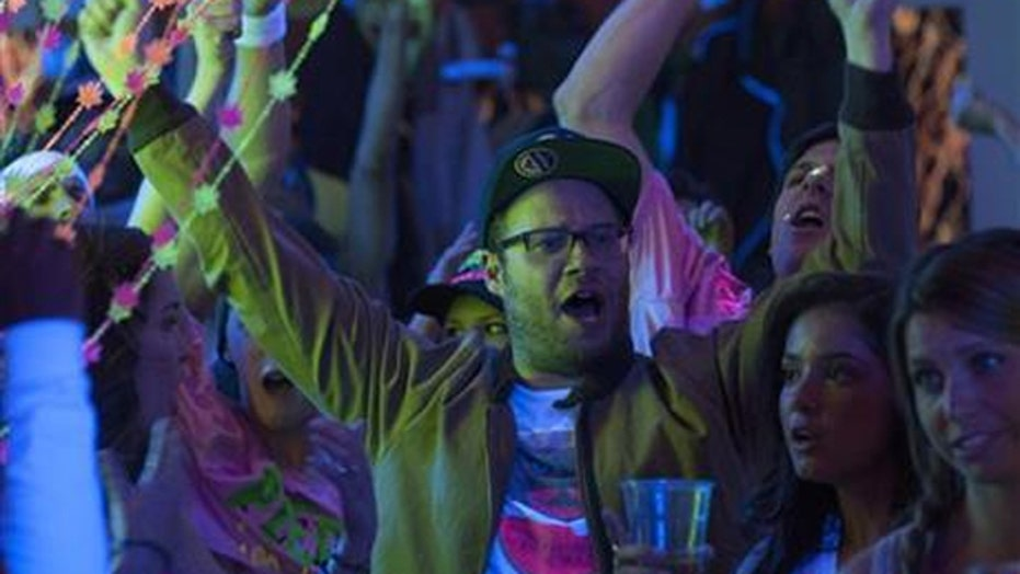 Seth Rogen and Zac Efron are hilarious 'Neighbors'