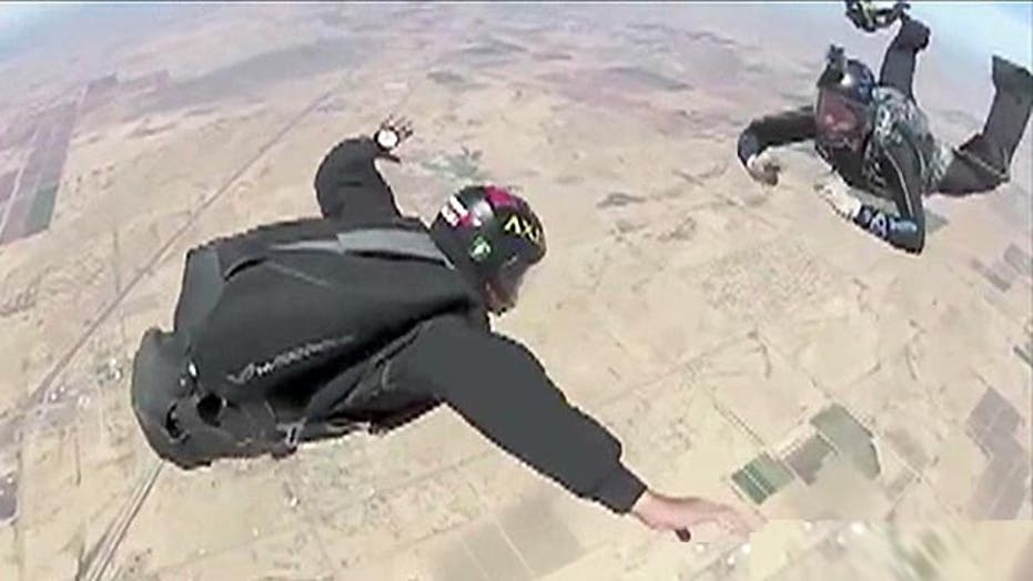 Skydiving liberates wounded warriors from their wounds