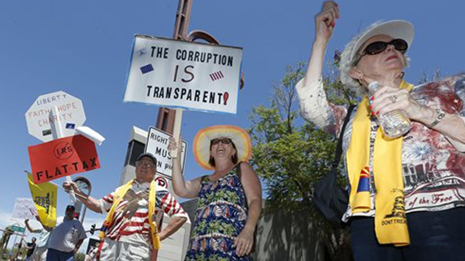 25 tea party groups sue IRS, Obama admin.