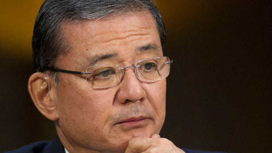 GOP, Dems call for Secretary Shinseki to resign