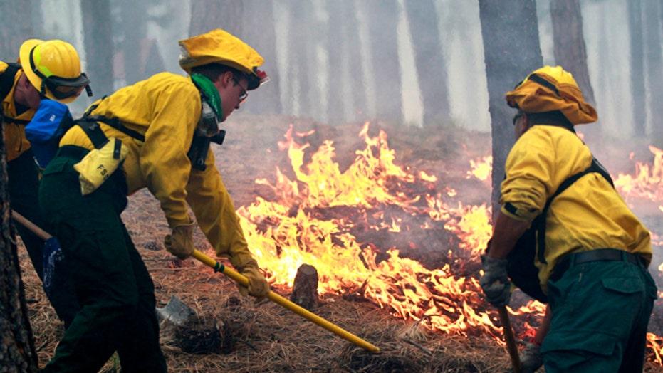 Crews struggle to contain Colorado wildfire