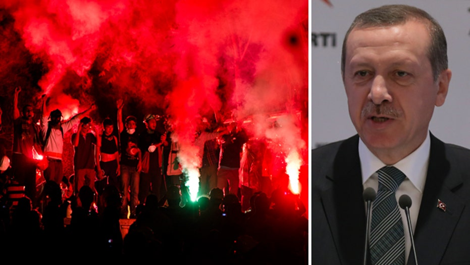 Turkish PM orders square cleared as protests continue