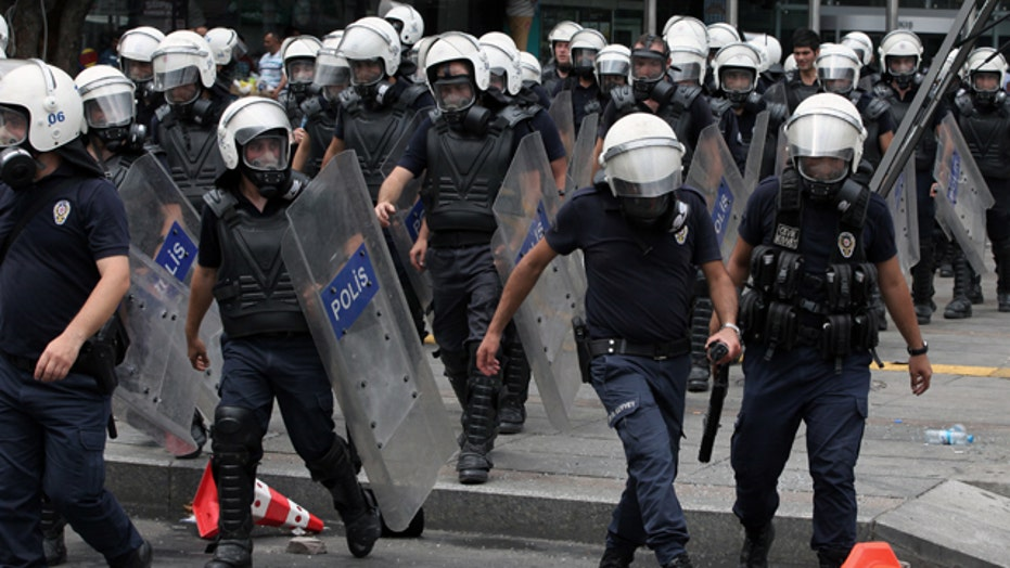 Turkish police push protesters out of Istanbul Park