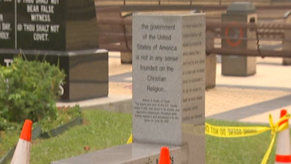 Atheist monument goes on display in Florida