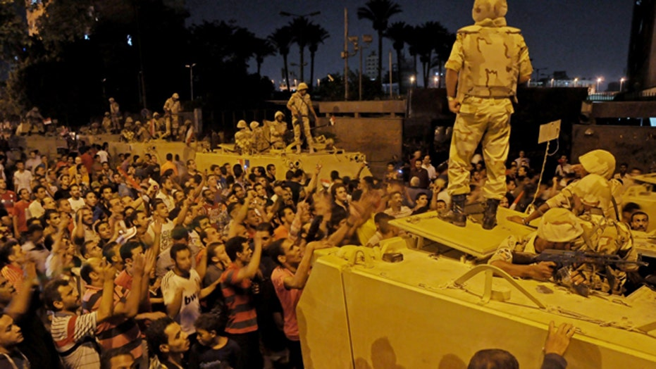At least 30 dead, hundreds injured in Cairo protests