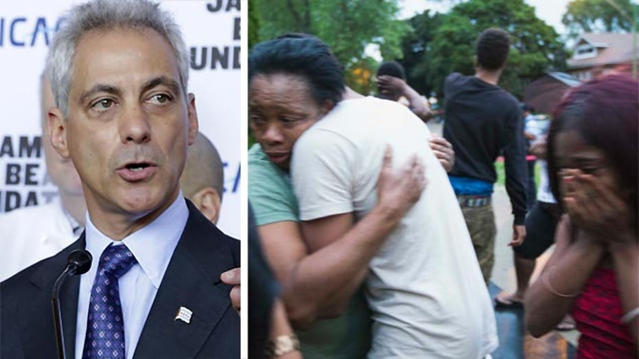 Chicago mayor urges Washington to help fight city's violence