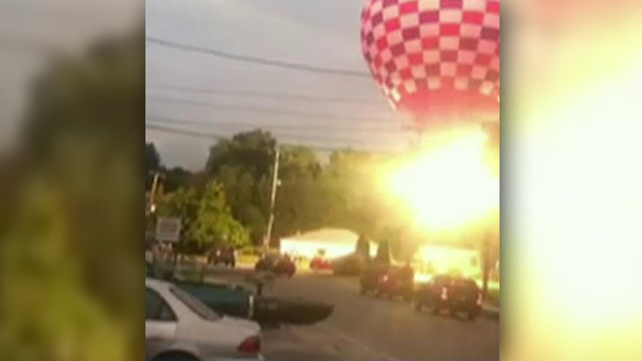 5 injured when hot air balloon crashes into power lines