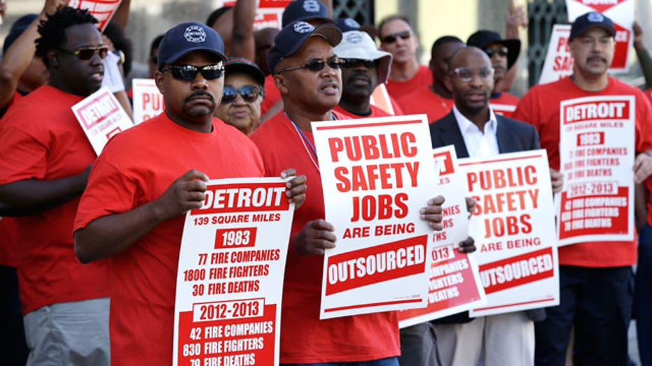 Federal judge blocks Detroit bankruptcy lawsuits
