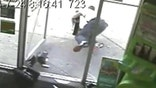 Bumbling burglar face-plants while fleeing heist