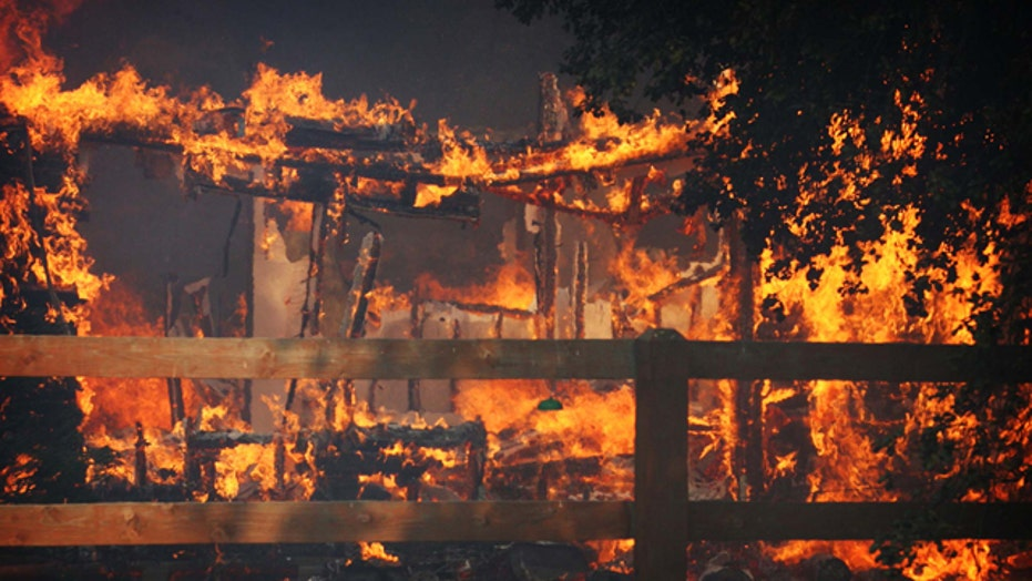 Out-of-control wildfire forces hundreds from homes in Calif.