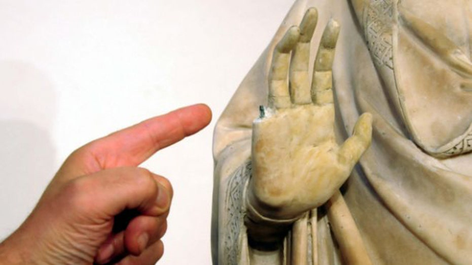 US tourist accidentally snaps finger off 600-year-old statue