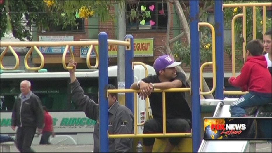 Prisoners kept handcuffed in park in Colombia