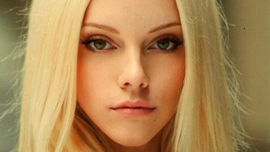 'Blurred Lines' model talks racy video