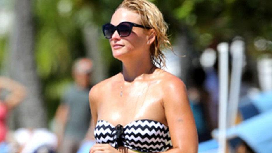 Miranda wows in bikini