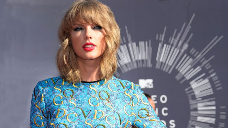 Taylor Swift: Who'd want to date me?