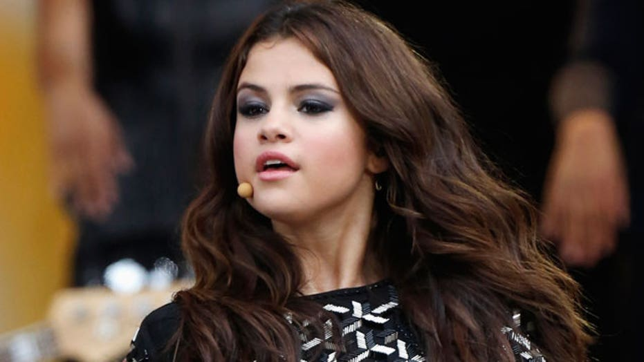 Selena Gomez to join forces with Dallas Cowboys cheerleaders