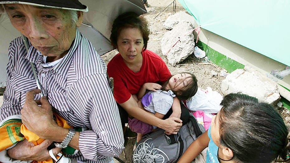 Aid groups face tough task to help Typhoon Haiyan victims