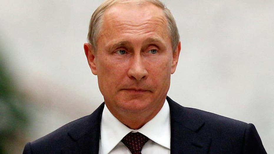 Russia flexes military muscle as Putin arrives for G-20