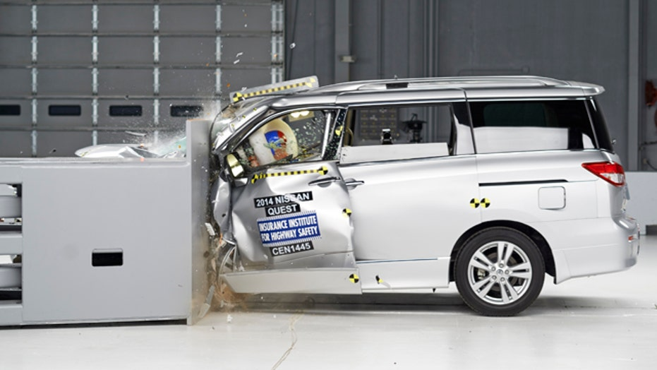 Popular minivans rate poorly in collision test