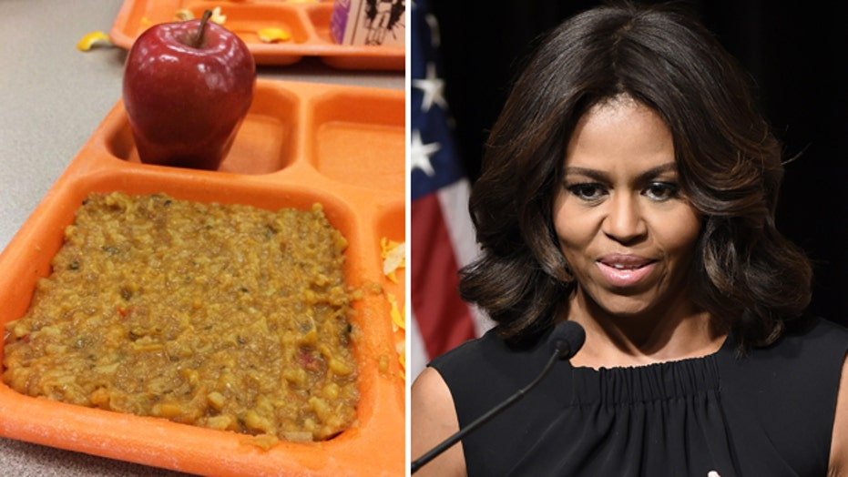 School lunch photos go viral with #ThanksMichelleObama
