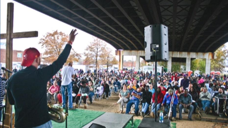 Pastor delivers Thanksgiving sermon under a bridge