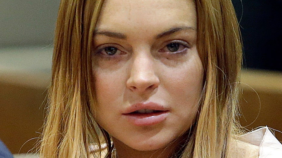 Lindsay Lohan posts revealing selfie