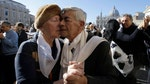 Raw video: Hundreds of couples perform tango for Pope Francis