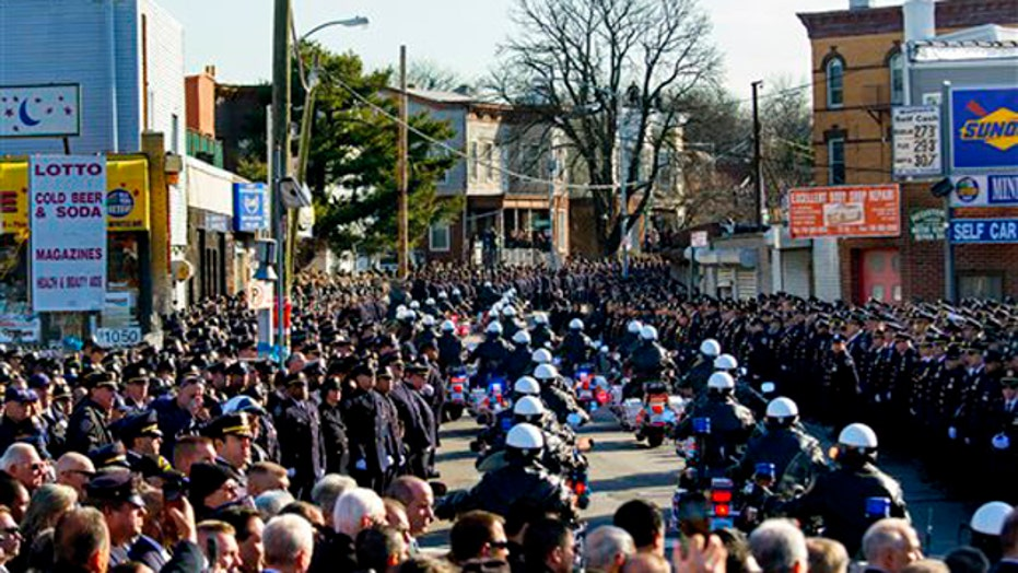 Police, citizens pay tribute to murdered NYPD Officer Ramos
