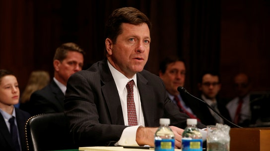 SEC Chief: Financial professionals now required to advise in 'plain English'