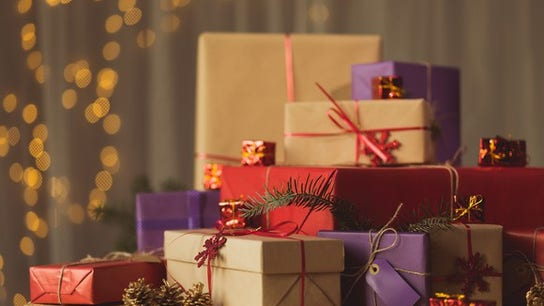 1 in 3 employees is planning to give their boss a holiday gift - but should they?