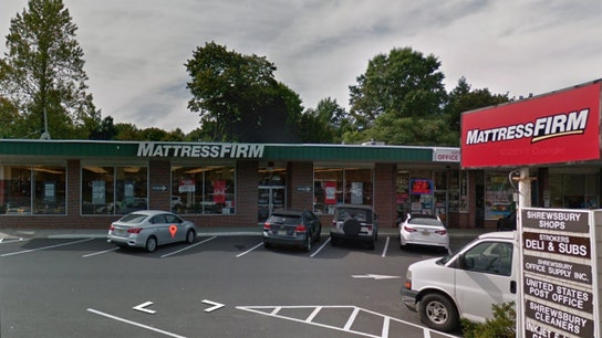 Mattress Firm will pay 'snoozetern' to sleep on the job