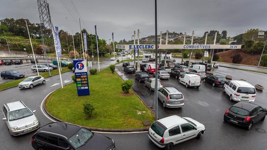 Portuguese gas stations run dry amid truckers' strike