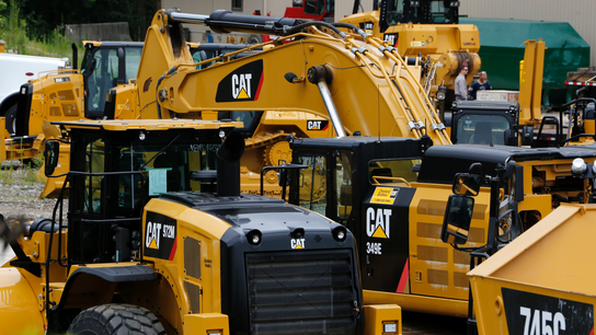 Caterpillar 1Q beats forecasts as revenue grows 5%