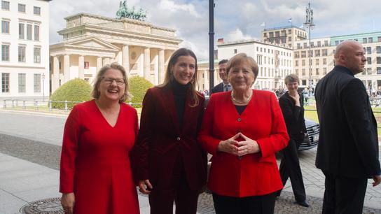 Germany's Merkel edges closer to Macron on 2050 climate plan