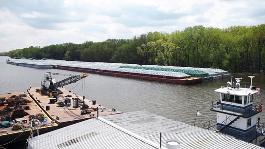Flooding disrupts farm shipments on the Mississippi River