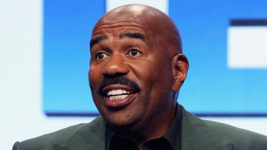 Steve Harvey pledges college scholarships to eight Kent State students