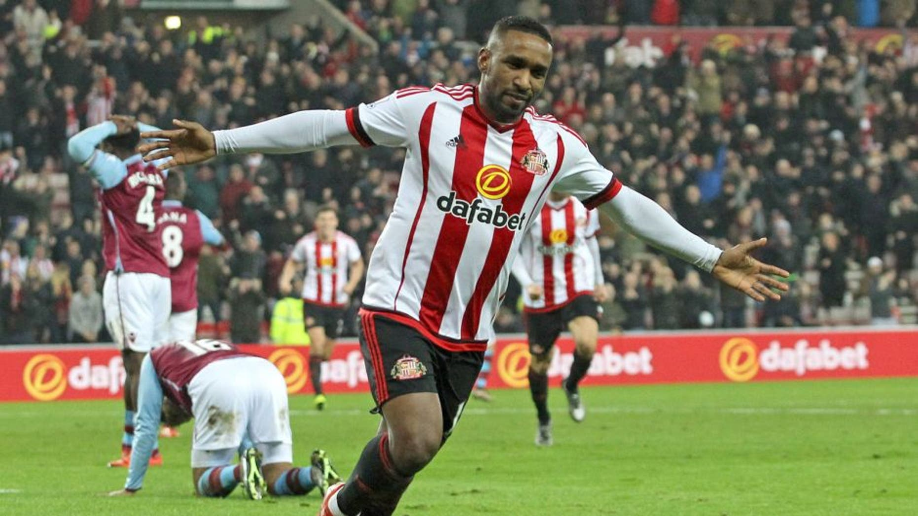 SUNDERLAND, UNITED KINGDOM - JANUARY 02 : Jermain Defoe of Sunderland celebrates after he scores the second Sunderland goal during the Barclays Premier League match between Sunderland and Aston Villa at the Stadium of Light on January 02, 2016 in Sunderland, England. (Photo by Ian Horrocks/Sunderland AFC via Getty Images)