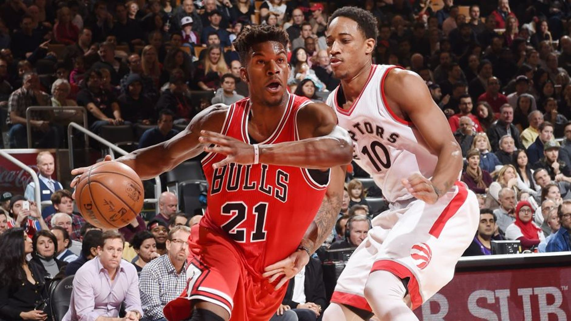 TORONTO, CA - JANUARY 3: Jimmy Butler #21 of the Chicago Bulls drives to the basket against the Toronto Raptors during the game on January 3, 2016 at Air Canada Centre in Toronto, Canada. NOTE TO USER: User expressly acknowledges and agrees that, by downloading and or using this Photograph, user is consenting to the terms and conditions of the Getty Images License Agreement. Mandatory Copyright Notice: Copyright 2016 NBAE (Photo by Ron Turenne/NBAE via Getty Images)