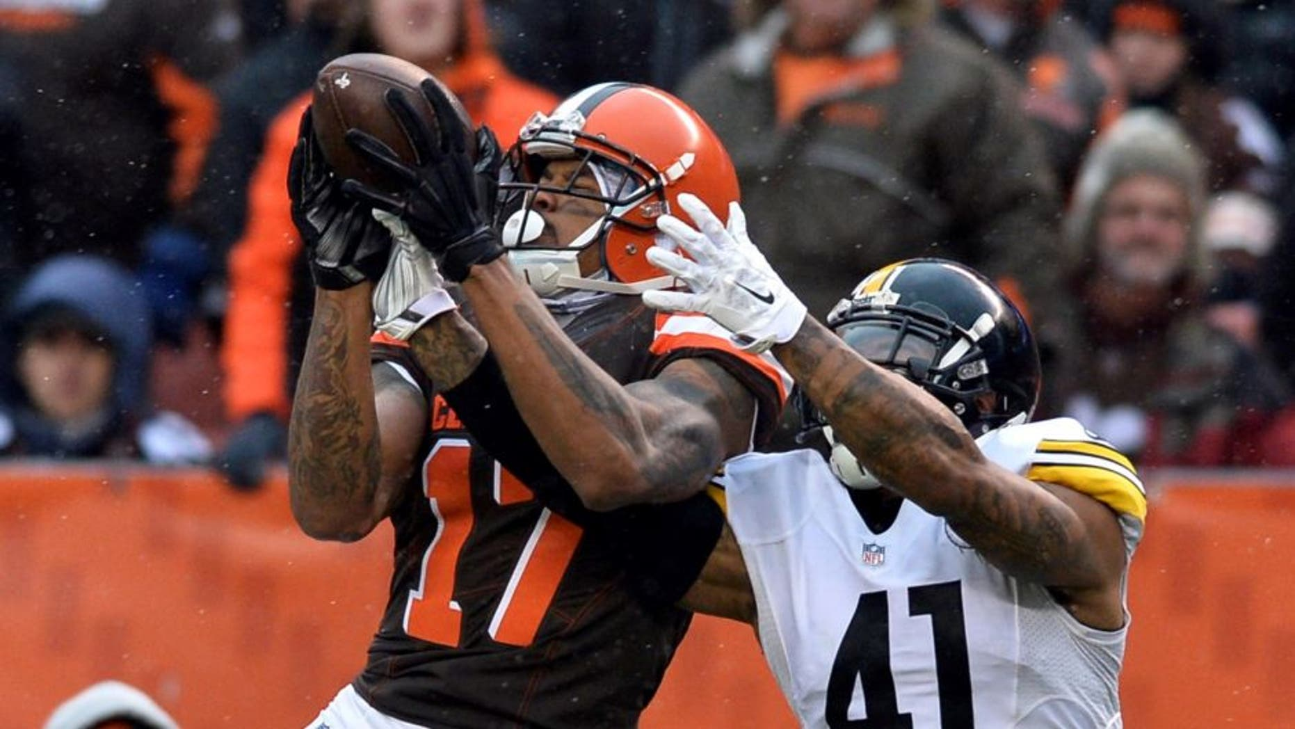 Jan 3, 2016; Cleveland, OH, USA; Cleveland Browns wide receiver Terrelle Pryor (17) makes a catch as Pittsburgh Steelers cornerback Antwon Blake (41) defends during the second quarter at FirstEnergy Stadium. Mandatory Credit: Ken Blaze-USA TODAY Sports