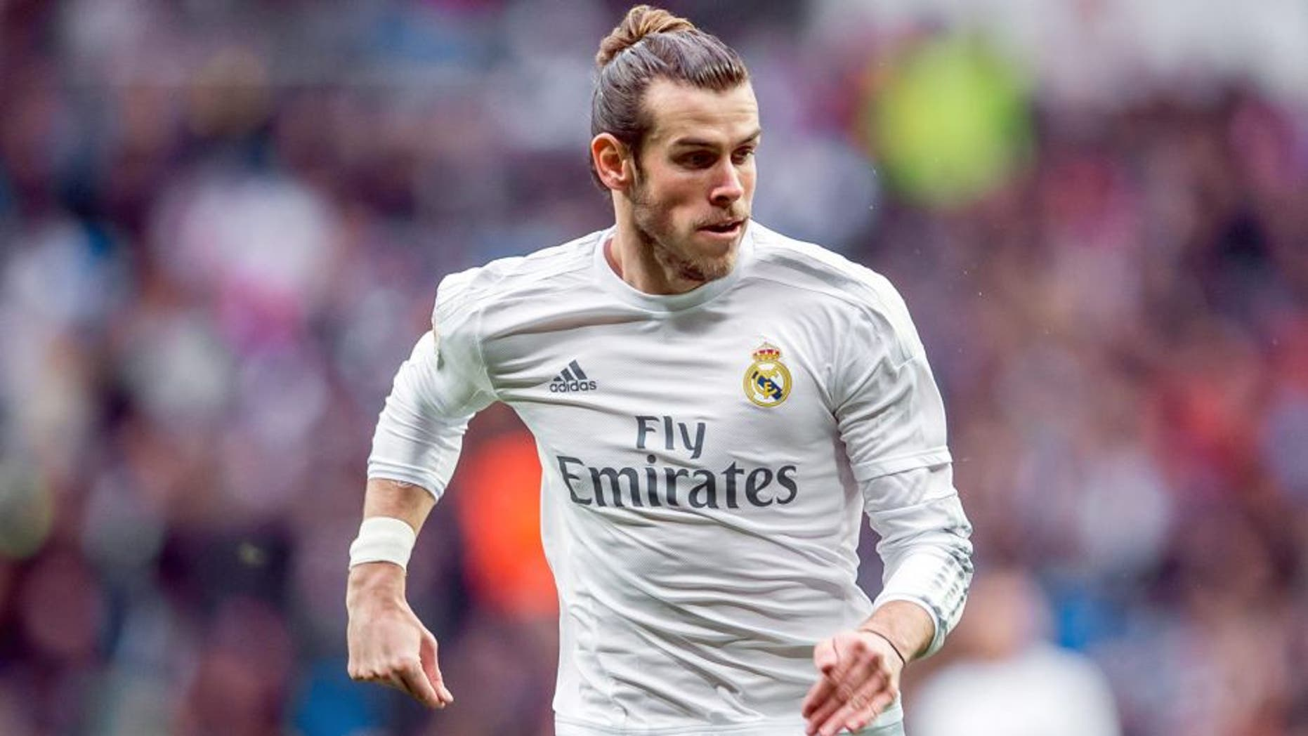 MADRID, SPAIN - DECEMBER 30: Gareth Bale of Real Madrid CF in action during the Real Madrid CF vs Real Sociedad match as part of the Liga BBVA 2015-2016 at the Estadio Santiago Bernabeu on December 30, 2015 in Madrid, Spain. (Photo by Aitor Alcalde/Power Sport Images/Getty Images)